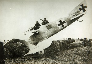 A poorly executed Roland C.II landing.