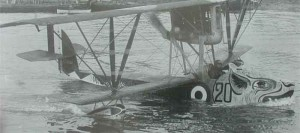 The characteristic sea drake represented on the Macchi M.5.